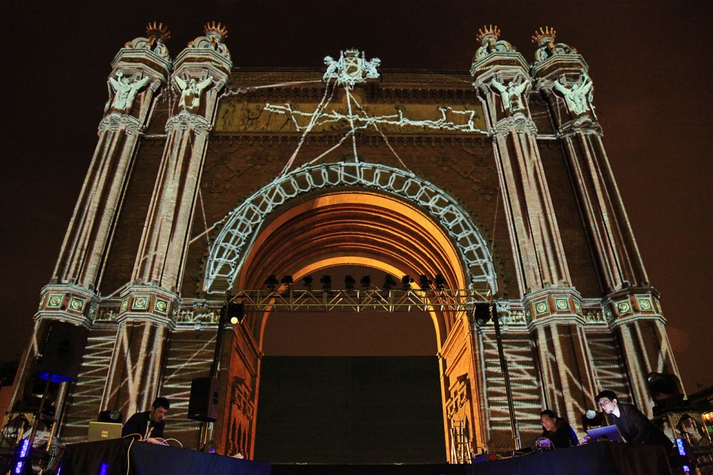 Quadrature – A/V Performance at Arc de Triomf / Barcelona